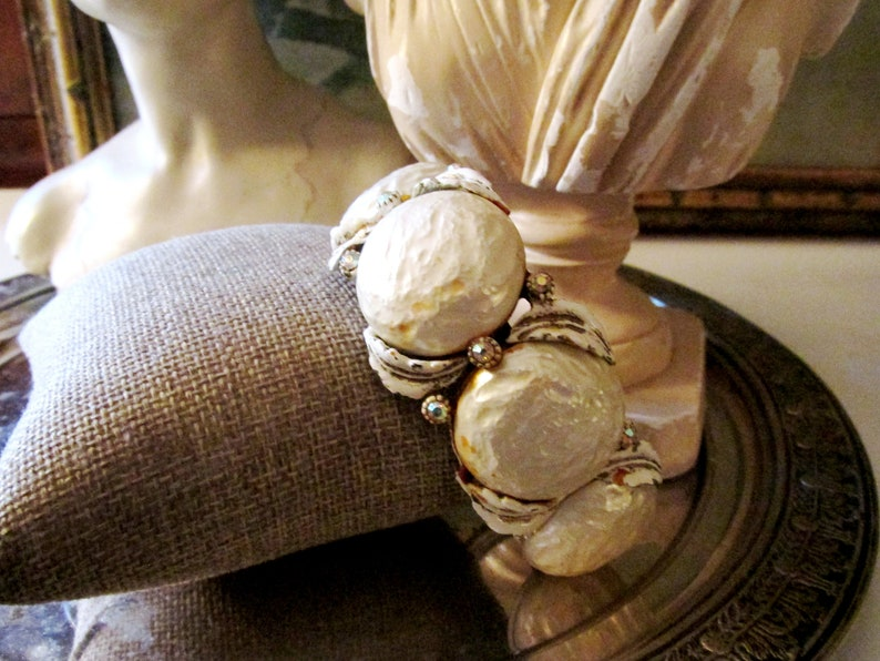 HAR Clamper Pearl Bracelet 1950/'s Faux Pearl Hinged Bangle