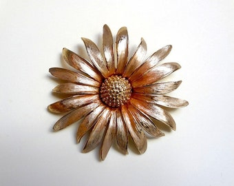 1960s-70s Flower Pin - vintage pale peach and gold tone large metal daisy brooch