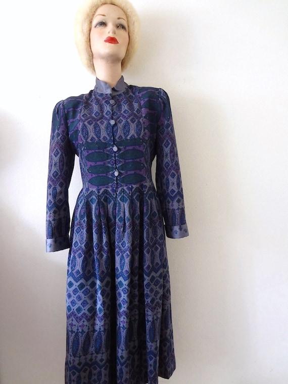 1980s Shirtwaist Dress - vintage ethnic paisley pr