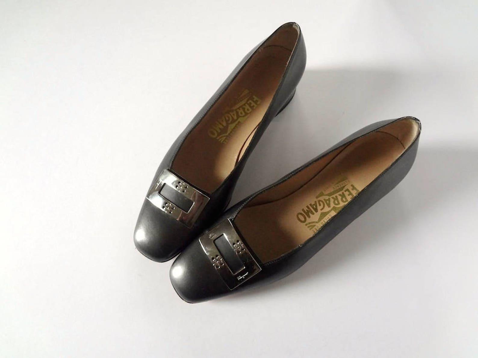 vintage ferragamo ballet flats leather low heel shoes with metal buckle - size 36b
