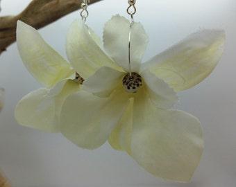 White Orchid Earrings Flower Earrings Floral Earrings White Earrings Shell Earrings White Flowers Hawaiian Jewelry Hawaii Jewelry Bridal 123