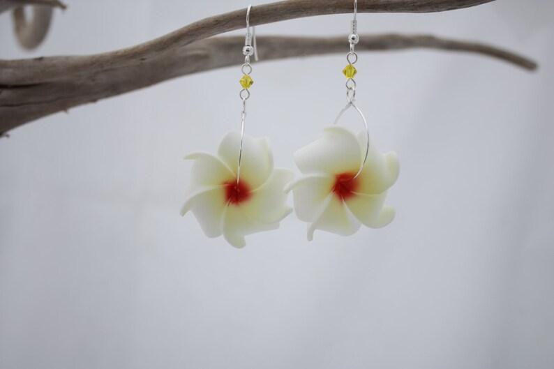 Bridesmaid Jewelry Bridal Earrings Flower Jewelry Plumeria Earrings Hawaiian Jewelry Floral Earrings White Plumeria Flower Earrings