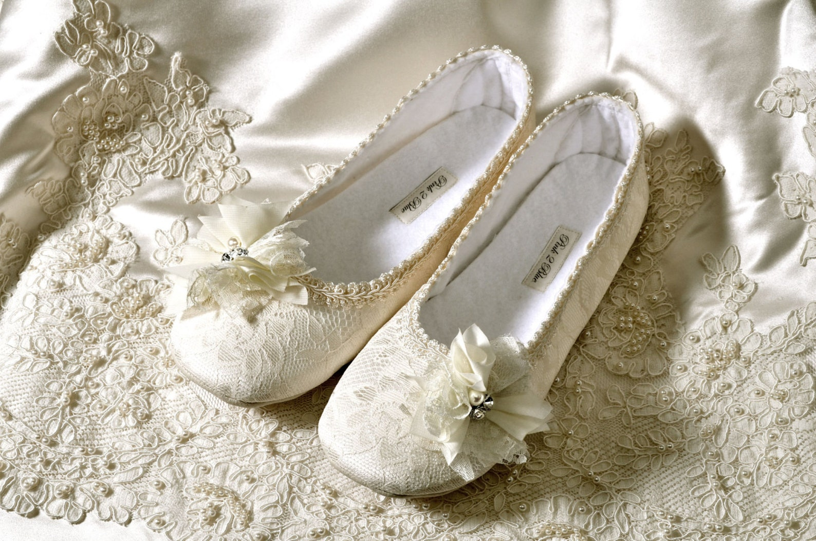 wedding bridal shoes / handmade custom fit flats, victoria bridal ballet flats, vintage lace/women's bridal shoe, free shipp