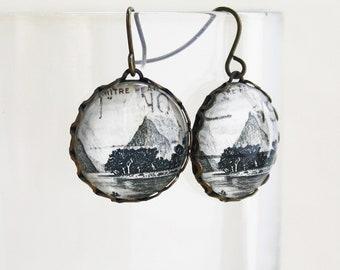 Mitre Peak Oval Necklace