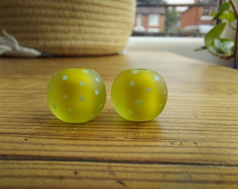 Etched apple green and pale blue polkadot beads - lampwork beads - etched glass beads