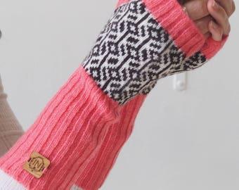 Geometric - Cosy Winter Wrist Warmers