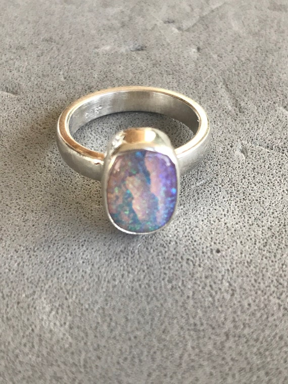 Striped pipe crystal opal ring