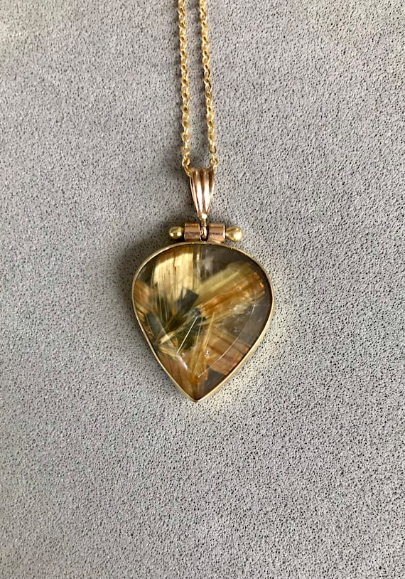 Rutilated Quartz in 18k gold pendant