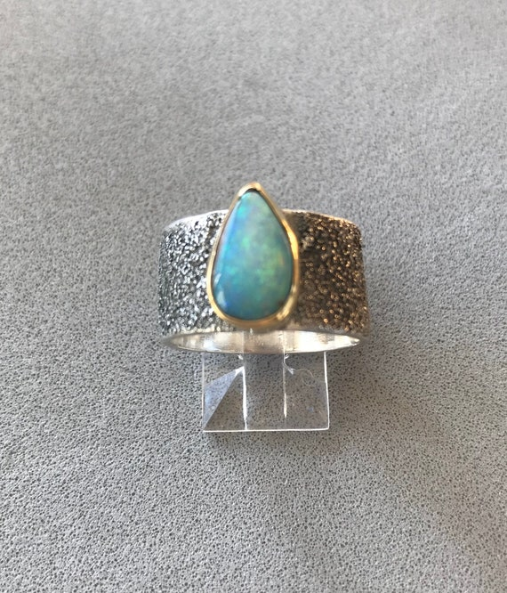 Pipe Crystal Opal ring in 18k gold on silver