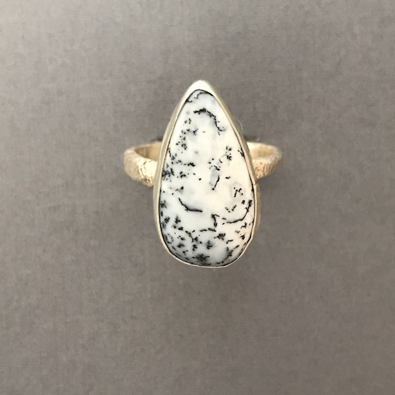 Dendrinite agate ring with reticulated silver band