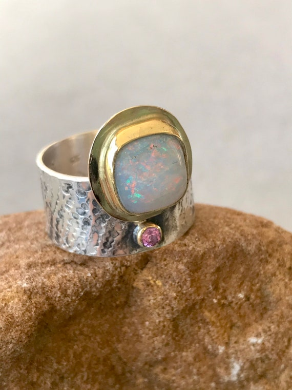 Sparkling crystal opal and sapphire ring