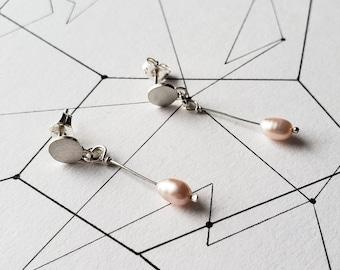 Freshwater pearl drop earrings, Cadeau maitresse,pearl earrings dangle, minimal pearl earrings, dainty pearl earrings, modern pearl earrings