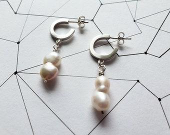 Baroque twin pearl hoops, freshwater pearl drop earrings, minimal pearl earrings, dainty pearl earrings, modern pearl earrings