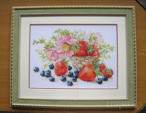 NEW UNOPENED Russian Counted Cross Stitch Kit OVEN 748 Chamomile and strawberry Flowers berries
