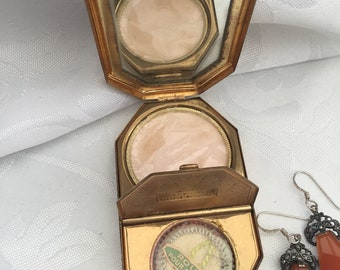 Vintage Houbigant Rouge Blusher /& Face Powder Compact Case 2 Compartment New Unused Gold Tone with Green Ivory Enamel Lid 1940s Made in USA
