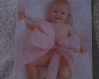 "Anne Geddes ""Emily Present"" New Baby Girl Card"