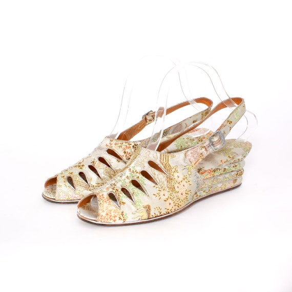 1a57a05d8a40ee Vintage 40s Ivory Brocade WEDGES   1940s Silk Peep Toe Cut-Out
