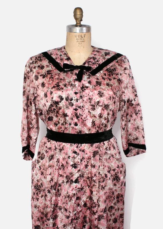 Vintage 50s Plus Size Dress / 1950s Pink & Brown Floral Velvet Trim Dress