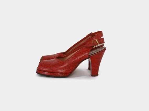 90763e704cd4c Vintage 40s PLATFORMS   1940s Dark Red WWII Era Snakeskin