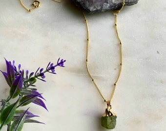 Raw Peridot Necklace, Sterling Silver peridot Point Necklace, Crystal Necklace, Layering Necklace, Raw Crystal Point