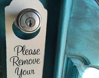 Please remove your shoes sign, door hanger, home decor, take off your shoes sign, front door sign, custom signs, front door decor, shoe sign