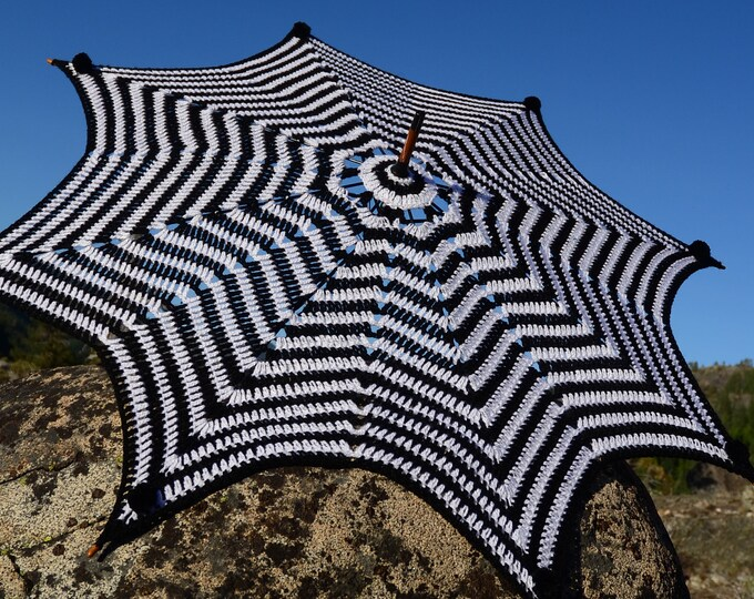 Crochet Parasol Black and White Op Art Psychedelic Star