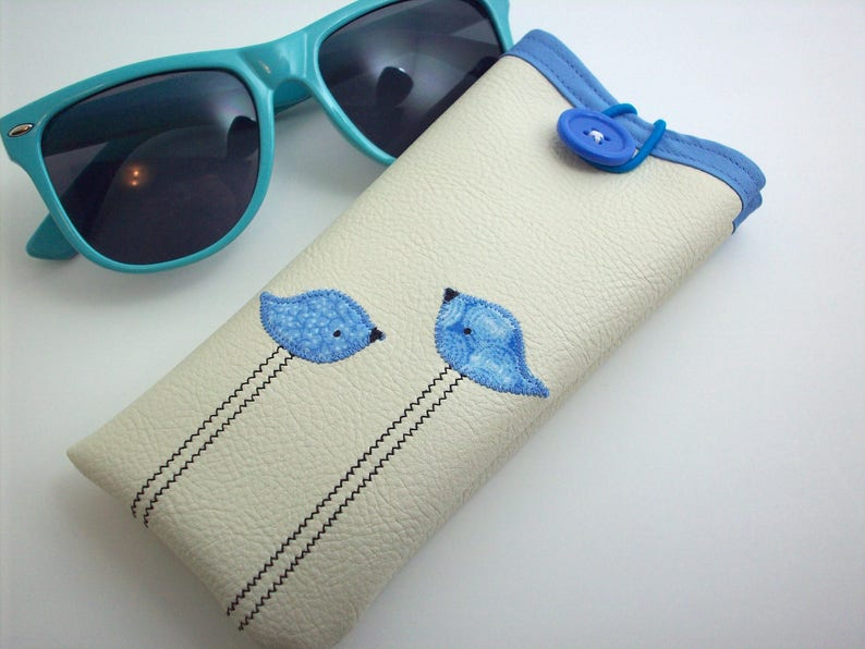 Eyeglass case in cream with blue birds image 0