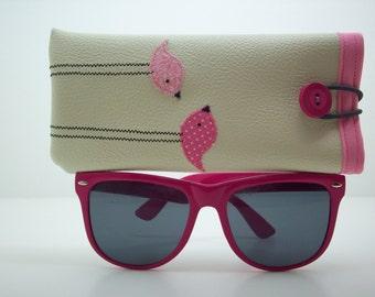 Eyeglass case in cream with pink birds
