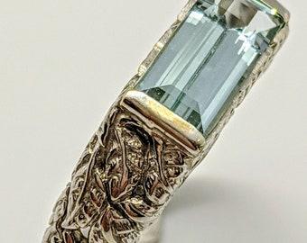 18k White Gold Ladies Ring with Natural Aquamarine
