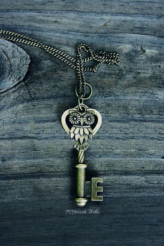 ORIGINAL Vintage Owl Key Necklace - Bronze -