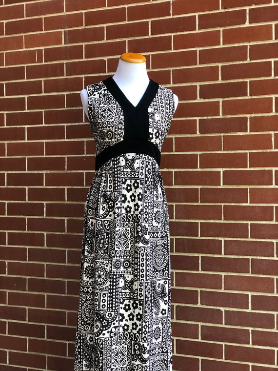 Vintage 70s black white paisley dress XS abstract
