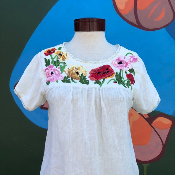 Vintage peasant blouse Mexican floral embroidery 6