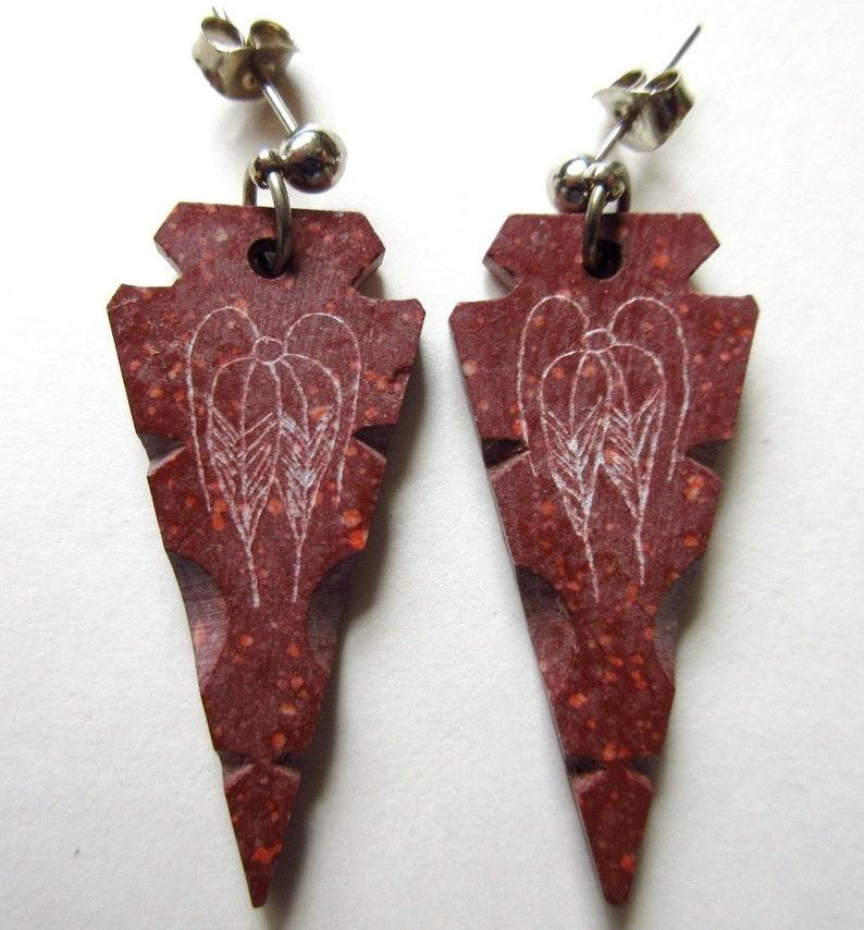 Signed CD Dancing Flower Native American Carved Pipestone Arrowhead Pendant /& Earrings
