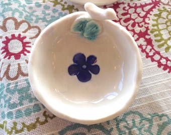 Bird and Blue Flower Tea Bag Rest, Ceramic Tea Bag Rest, White and Blue Decor, Ring Holder, Wedding Favor, Teabag Holder, Pottery Song