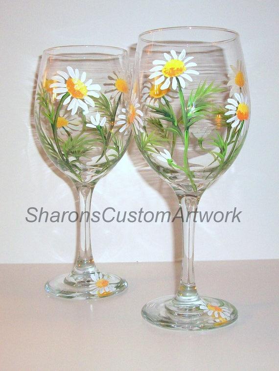 Verres à vin Set de 2 peint à la main de marguerites blanches 20 oz verres à vin blanc, printemps, Marguerite blanche, mariage, anniversaire, cadeau