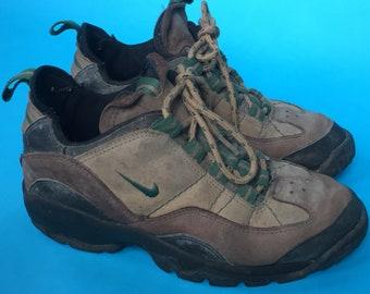 9e9d18aaa8de Vintage 90s Nike Women s Mid Hiking Boots Size 8.5