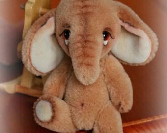 Patron pdf à télécharger pour créer un petit éléphant en mohair ou alpaga