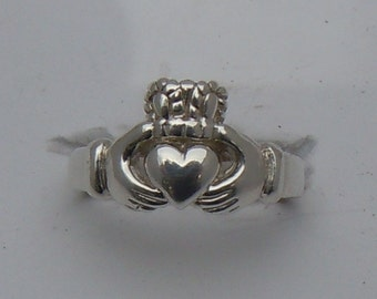 Ladies Claddagh Ring, Sterling Silver Ladies Traditional Claddagh Ring