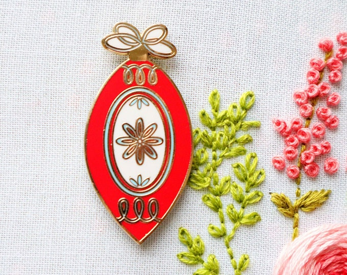 Vintage Christmas Ornament - Magnetic Embroidery Needle Minder
