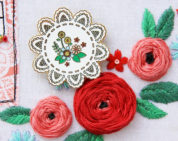 Vintage Floral Doily - Magnetic Embroidery Needle Minder