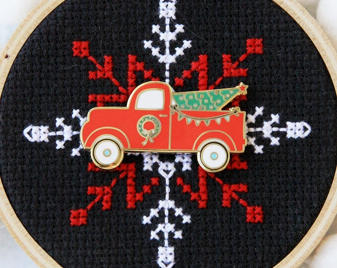 Vintage Christmas Truck - Magnetic Embroidery Needle Minder