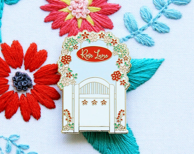Rose Lane Garden Gate - Magnetic Embroidery Needle Minder