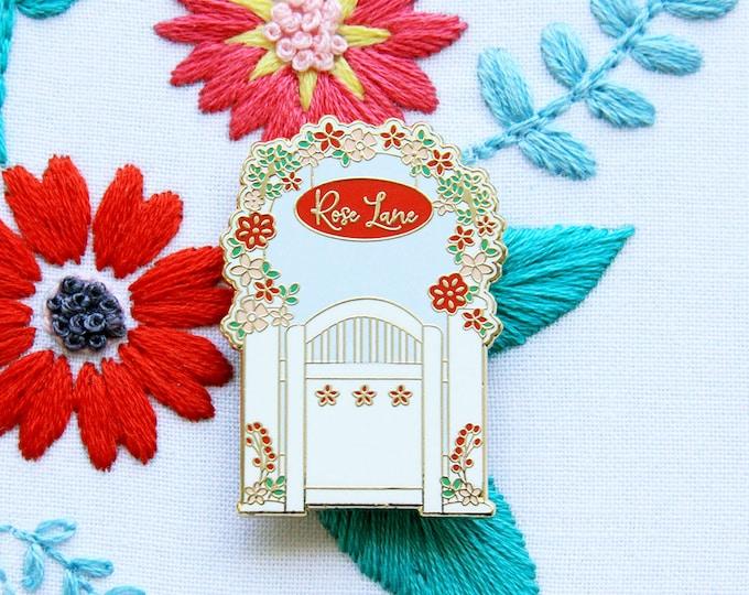 Rose Lane Garden Gate - Magnetic Embroidery Needle Minder