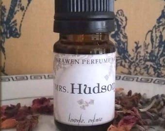 MRS HUDSON Sweet cookie Perfume Oil / inspired by Sherlock Holmes perfume oil /  Handcrafted Vegan perfume / Gourmand Musk Perfume Oil