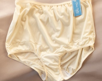 6d011ac297975 NWT unworn  Dixie Belle  XL (Size 9) shimmering silky soft champagne nylon  and decorative stitching detail full bum panties - PL2206