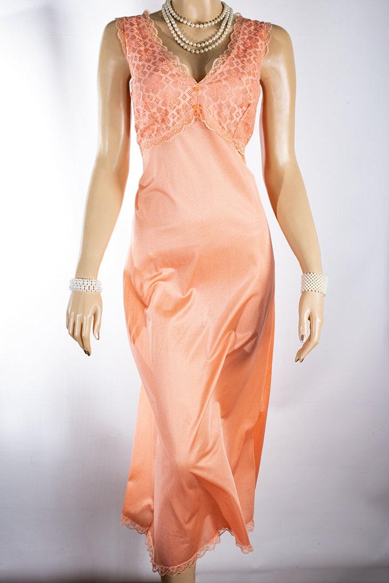 Lovely /'Hubert Dessaiat/' nasturtium orange nylon and ornate floral net lace bodice detail 80/'s vintage sleeveless long nightgown PL2320