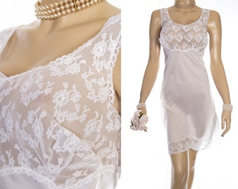 Shimmering  XL plus size incredibly silky soft white nylon  and delicate floral design lace detail 70's vintage full slip petticoat - PL2002