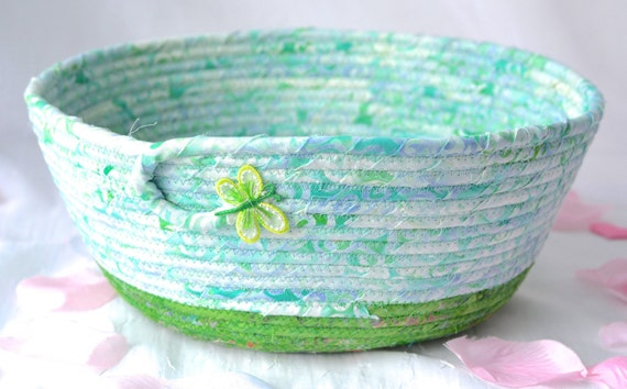 Pretty Fruit Bowl, Handmade Coiled Rope Basket, Decorative Green Basket, Lovely Gift Basket, Green Catchall, Yarn Bowl, Napkin Holder
