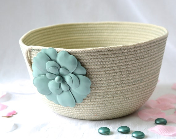 Minimalist Sage Green Bowl, Handmade Rope Basket, Modern Clothesline Basket, Lovely Yarn Bowl,  hand coiled natural rope basket