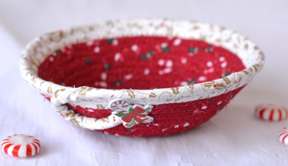 Party Favor Gift, Candy Cane Dish, Handmade Christmas Decoration, Potpourri Bowl, Decorative Red and White Basket, Holiday Ring Dish Tray